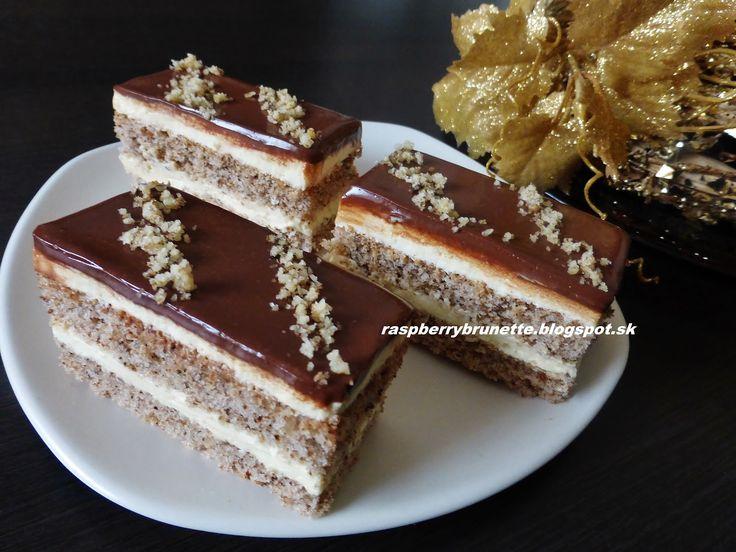Orechovo- karamelový zákusok s čokoládovou polevou...