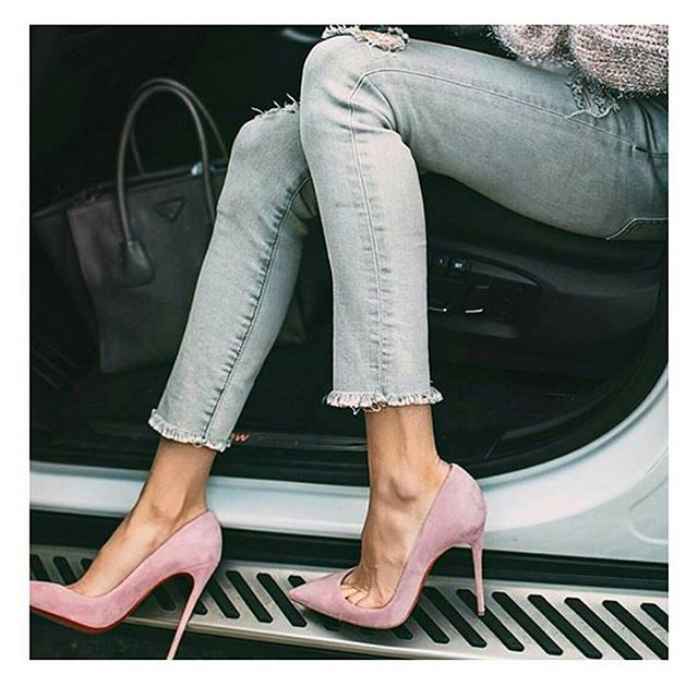 KUP PODOBNE BUTY: http://www.renee.pl/obuwie_damskie/szpilki/szpilki_wonderland_5005_fioletowy.html  heels, szpilki, zamszowe, beige, pastel, hips, curvy, ootd, mirror, selfie, mirrorcheck, inspiracja, pink, różowe, car, girl, woman, elegant, jeans, look, fashion, moda, nogi, legs