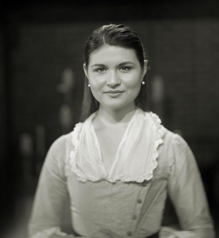 Phillipa Soo as Elizabeth Schuyler Hamilton.