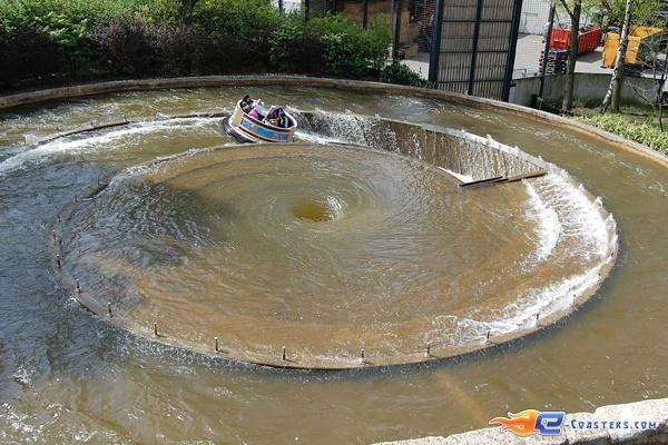 7/11 | Photo de l'attraction El Rio située à Bobbejaanland (Belgique). Plus d'information sur notre site www.e-coasters.com !! Tous les meilleurs Parcs d'Attractions sur un seul site web !!