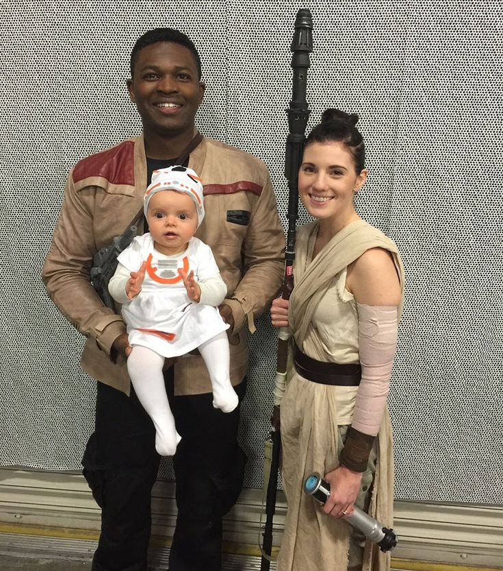 Were you at the Salt Lake City Comic Con FanXperience? If so, you might have spied an adorable couple dressed as Finn and Rey, from the new Star Wars: The Force Awakens film. Victor Sine and his fiancée, Julianne Payne, spent months preparing their costumes for the comic convention, with Payne only trying out the final costume on the day of the event; 11-month-old Addie went as BB-8. Perhaps surprisingly, Sine, who grew up in the UK, had never seen Star Wars before moving to the US - he…