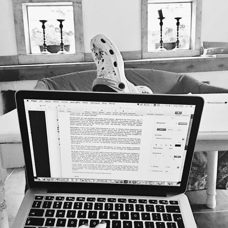 Piszę piszę. Luz blues malina. 160 stron już za mną. Przede mną jeszcze kilkadziesiąt jak nic. Jednocześnie z książką piszę kilka artykułów na przykład o tym jak znaleść czas na pisanie książki oraz jak mi służy połączenie wakacji i pracy   #praca #ksiazka #book #wakacje #holidays #workation #psc #paniswojegoczasu #ksiazkapsc #work #workfromanywhere #businessonline