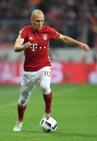 Bayern Munich's Dutch midfielder Arjen Robben plays the ball during the German Cup DFB Pokal semifinal football match between FC Bayern Munich and BVB Borussia Dortmund in Munich, on April 26, 2017. / AFP PHOTO / Christof STACHE / RESTRICTIONS: ACCORDING TO DFB RULES IMAGE SEQUENCES TO SIMULATE VIDEO IS NOT ALLOWED DURING MATCH TIME. MOBILE (MMS) USE IS NOT ALLOWED DURING AND FOR FURTHER TWO HOURS AFTER THE MATCH. == RESTRICTED TO EDITORIAL USE == FOR MORE INFORMATION CONTACT DFB DIRECTLY AT…