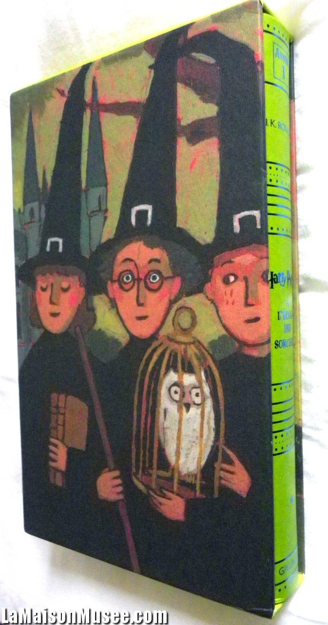 Le format Deluxe d'Harry Potter est fourni d'un étui cartonné. Les illustrations reprennent les dessins originaux de Jean-Claude Götting des Ed. Gallimard Jeunesse.  http://lamaisonmusee.com/