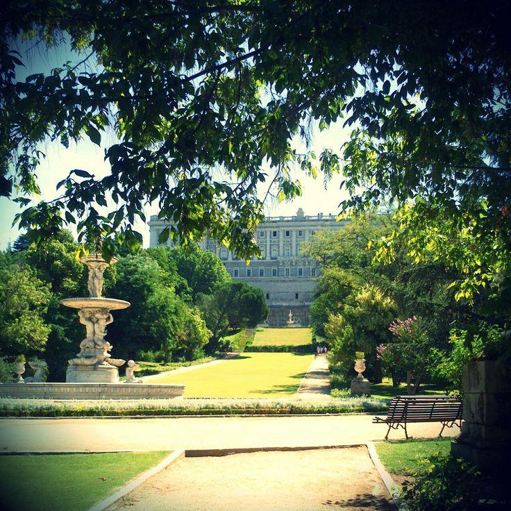 Palacio Real de Madrid visto desde los jardines del Campo del Moro