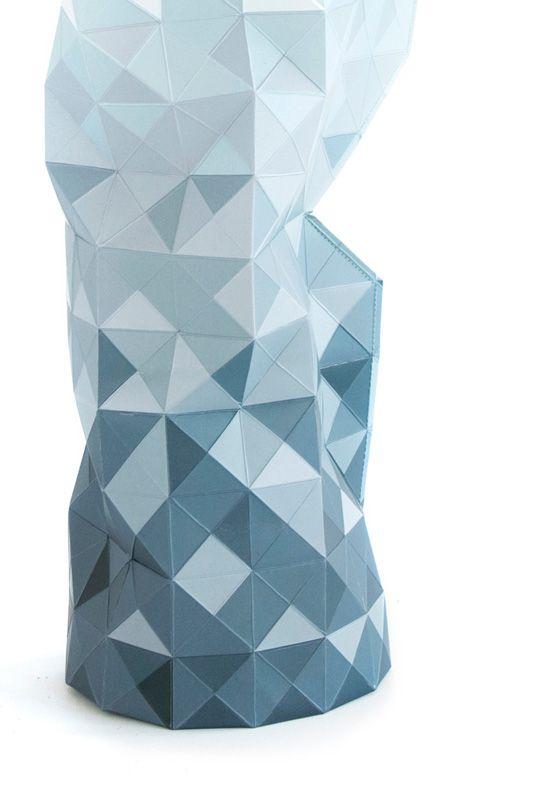 Paper Vase Covers van Pepe Heykoop zijn papieren hoezen waarmee je iedere lelijke fles in een prachtige vaas kunt omtoveren. Er zijn verschillende kleuren en motieven verkrijgbaar. Nu te koop bij Kunstuitleen Zwolle!
