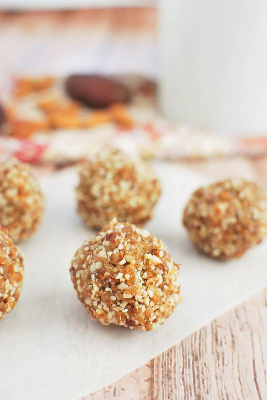 Paleo Almond Butter and Jelly Bites - a healthy bite made from raw almonds and dried fruit!