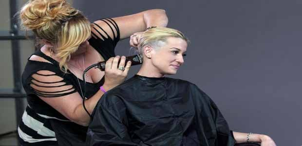 Kellie Pickler Shaves Her Hair Off Support Breast