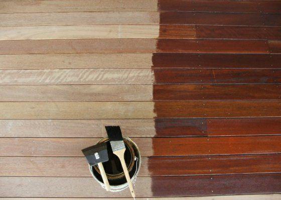 Terrasse neu gestalten - Erfrischen Sie Ihre Holzveranda, indem Sie die Terrassendielen streichen