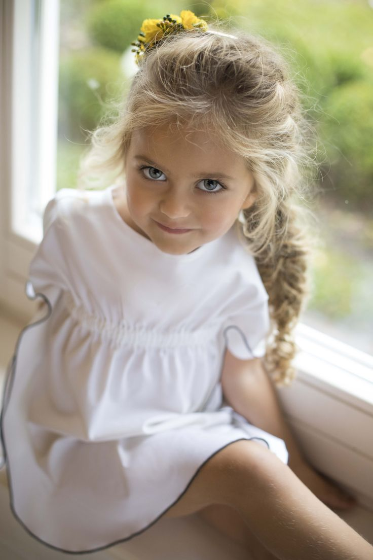 Those beautiful big eyes! Dress from Amelie et Sophie...