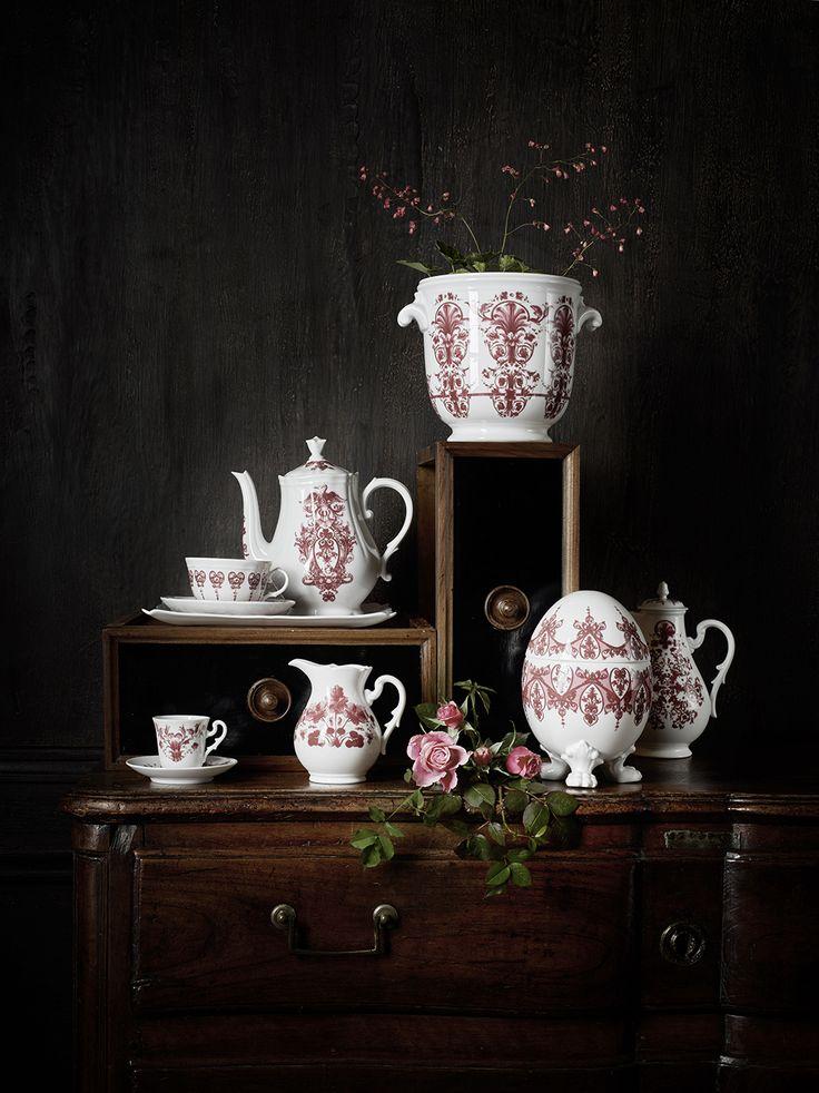 RICHARD GINORI – BABELE This range of porcelain tableware combines peerless Italian craftsmanship and striking design hand decorated with beautiful designs of blue flowers and vines. http://bitalian.co.za/portfolio-item/richard-ginori-babele/?utm_content=buffer26992&utm_medium=social&utm_source=pinterest.com&utm_campaign=buffer #ItalianDesignerFurniture #LuxuryTableware