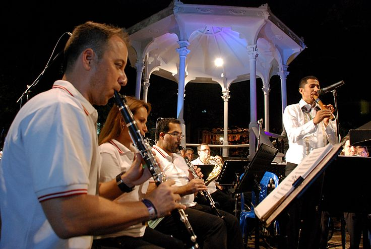 """""""La Retreta"""" se llenó de magia con música del carnaval de Río  www.CityCali.com"""