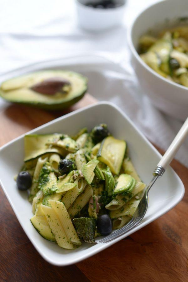Penne z pieczoną cukinią, tuńczykiem, świeżym awokado i pesto domowej roboty!   Make Cooking Easier