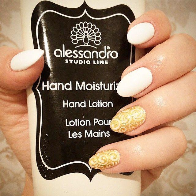 Perfect mani idea by @alessademi ! #alessandroGR #alessandrointernational #alessandronails #nailart #hand #cream #beauty #care