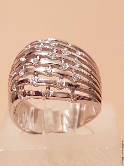 Купить или заказать Кольцо золотое с бриллиантами в интернет-магазине на Ярмарке Мастеров. Кольцо из родированного белого золота 750 пробы с бриллиантами 24 штуки (Кр.57 0,36сt 3/4). Каждая девушка, у которой появилось украшение с бриллиантом, чувствует себя центром всеобщего…