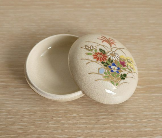 Japanese Incense Case of Satsuma Ware Flowers hand painted