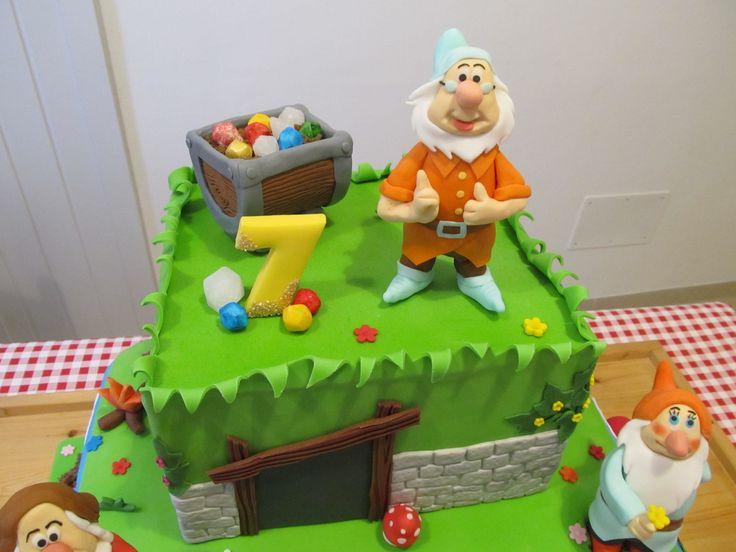 #Dotto, i #sette #nani, #biancaneve in #pdz (#pasta di zucchero). #Cake Design