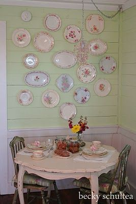 plates and platters: Vintage Plates, Ideas, Shabby Chic, Green Wall, Kitchen, Plate Wall, Plate Display