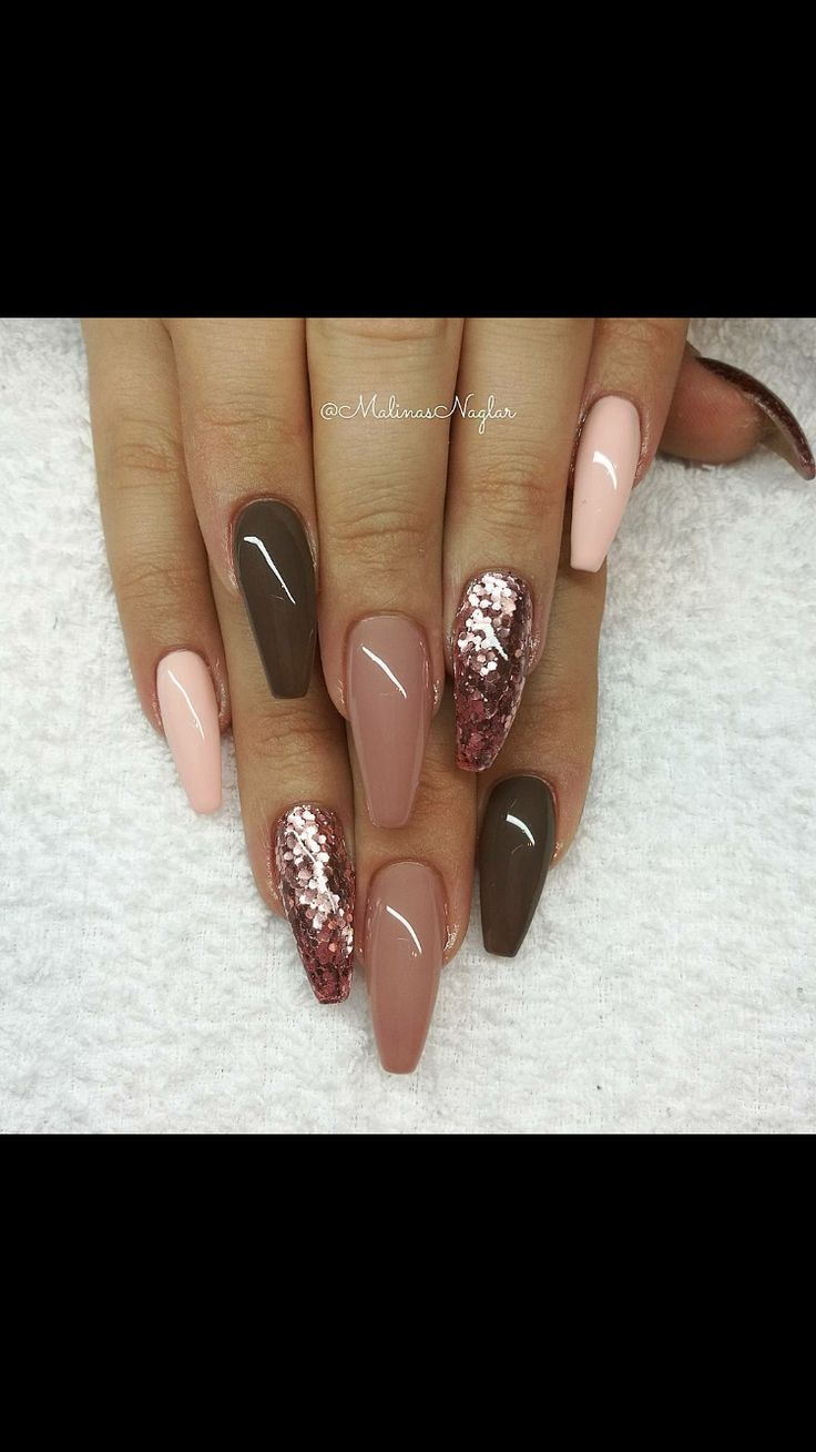 I love these neutral tones that almost lead into a pale pinky colour. Beautiful elegant shape too.