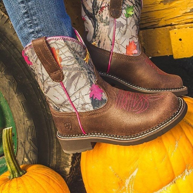 How to slay at camo: Hotleaf Ariat Fatbaby cowgirl boots from PFI Western
