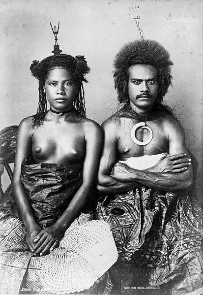 Семья фиджийцев, 1884 г.  Национальная библиотека Новой Зеландии  Источник: http://en.wikipedia.org/wiki/  File:Fijian_man_and_woman,_1884.jpg