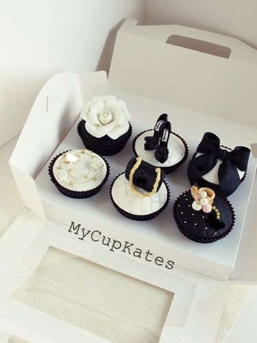 shoes and bags cupcakes | por MyCupKates
