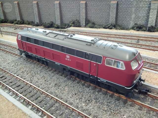 . Locomotora diesel  clase V218 de los ferrocarriles alemanes DB, �poca IV. Reproducci�n del modelo 218 307-7 en escala H0 y corriente continua hecho en Alemania  por Fleischmann.Luces seg�n direcci�n.Sistema limpiavias. Como nueva y con decoder DCC.Funcion