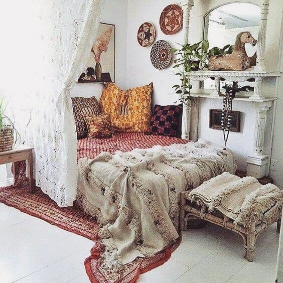 @AdelineLeeuw boho chic. Like so much about this. Curtain separation, mirror...