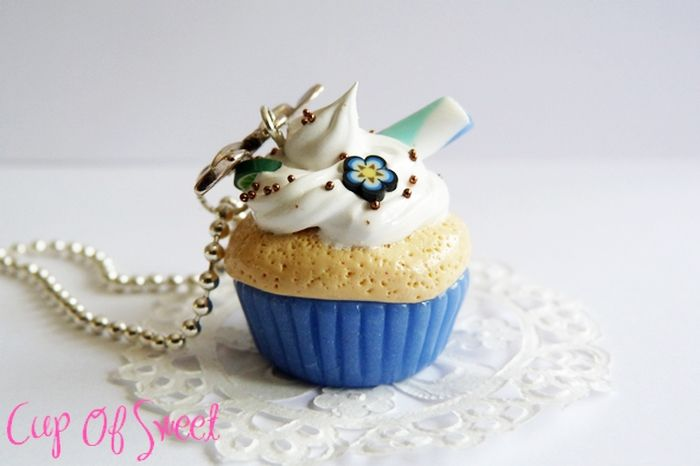 Collier delicious Cupcake Fimo    http://www.alittlemarket.com/collier/collier_delicious_cupcake_bleu_-4379747.html