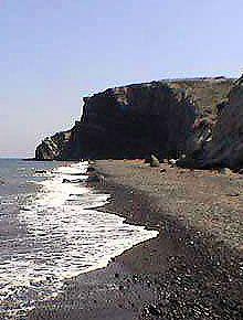Κολούμπου Beach  Κολούμπου μέχρι σήμερα είναι μία από τις πιο παρθένες παραλίες του νησιού. Δεν είναι οργανωμένη έτσι ώστε να λάβει τα απαραίτητα μαζί σας (νερό, σάντουιτς κλπ).  Αν θέλετε να ξεφύγετε από το up-market σκηνή στην παραλία και σε άλλους τομείς, και να επιλέξουν για την ειρήνη και ησυχία, Κολούμπου είναι ο τόπος για να πάει.  Μην πάρετε τεθεί εκτός από την απόσταση από το πλησιέστερο χώρο στάθμευσης, αξίζει τον κόπο.