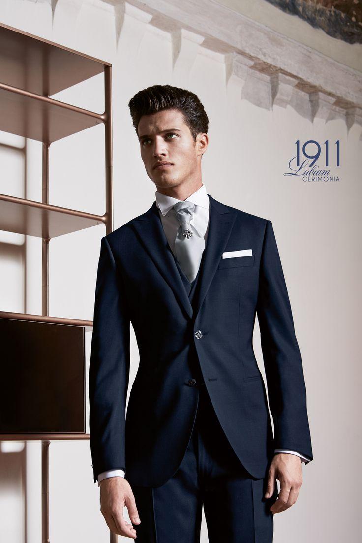 Per il 2017 lo sposo può indossare un abito blu abbinato a un formale plastron grey! Ecco cosa propone @lubiamofficial ! https://goo.gl/Y1ipkY