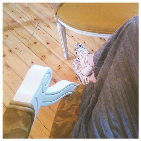 Mustard color.    #quattroshapes #quattromornings #morninglikethese #mustardcolor #mustardyellow #pleatedskirt #retrodecor #retro #retrolover #thingswelove #fashion #decoration #fromwhereistand #visualscollective #collectingideas #romantico #romance #romanticstyle #summerinthecity #eclectic