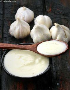 Lebanese Garlic Sauce 1/4 cup roughly chopped garlic (lehsun) 1 1/2 tbsp lemon juice 3/4 cup oil salt to taste 1/4 tsp white pepper powder