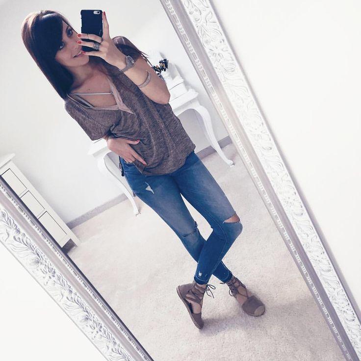 [LOOK] ♣️Retour sur mon look de l'autre jour ! #latergram ♣️Jean Zara (Retrouvez-le dans ma wishlist sur mon blog ) ♣️Haut Zara (ancienne co) ♣️Sous vêtement (wishlist) ♣️Shoes (lien aussi dans ma wishlist) ;) 👆🏻lien de mon blog dans ma bio --- SNAP👻 Dresscodecam --- www.dresscodecam.com --- #OOTD #outfit #look #lookbook #style #fashion  #girls #girl #denimstyle #nantes #lifestyle #lookdujour #homelife #mood #selfie #mylook #accessories #blogger #shoes #heels #heel #denim #accessoires…