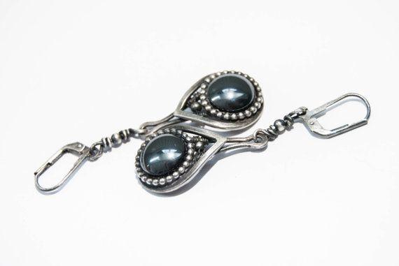 Hematiet oorhangers sterling zilver geoxideerd door Draadjuwelen