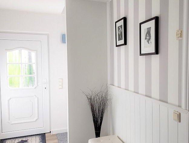 Landhausstil Wand Umgestalten Mit Paneelen Und Fototapete Pretty You Tapeten Wohnzimmer Landhaus Tapete Landhausstil