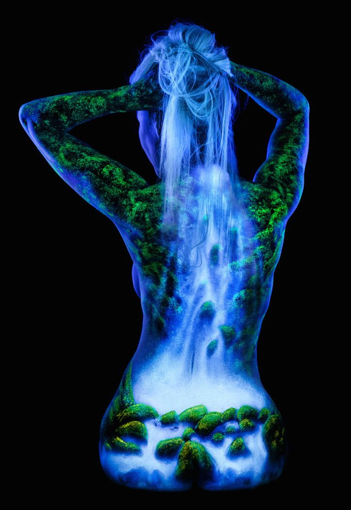 Stunning Fluorescent Landscapes Painted on Female Bodies