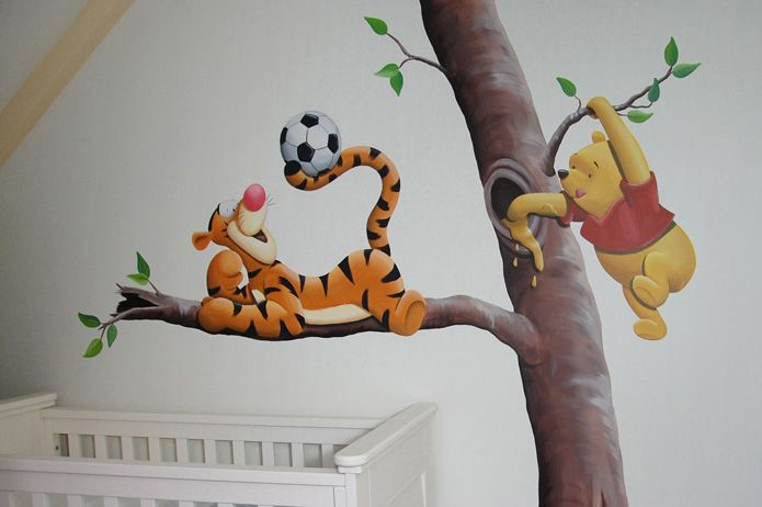 Tijgertje met voetbal Winnie de Poeh honing snoepend,  gemaakt door BIM Muurschildering.
