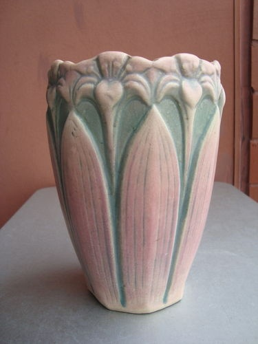 172 best images about vintage vases and other usa pottery for Vase amaryllis