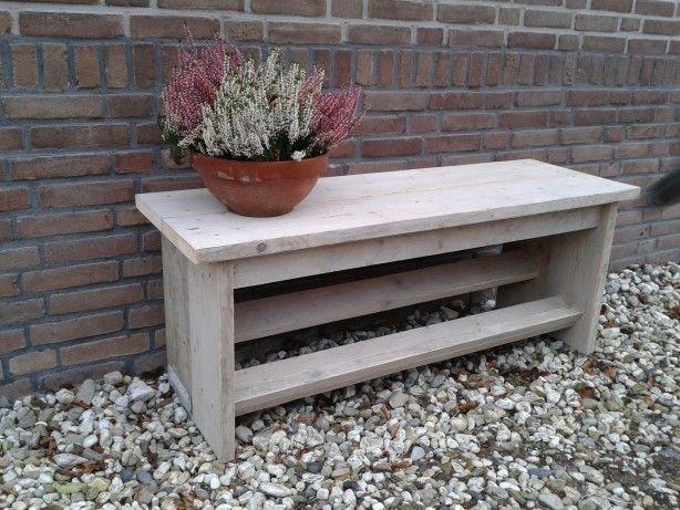 leuk bankje, zelf gemaakt van oud steigerhout. Voor in de hal of zomers lekker buiten in de tuin.