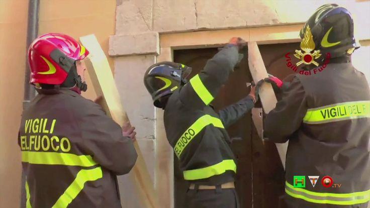 Vigili del Fuoco - Visso - Sbadacchiature edificio privato in centro sto...