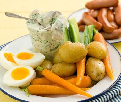 Prinskorv med ägg och färskpotatis