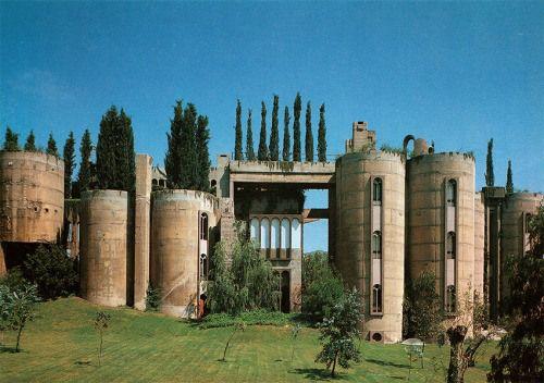 Ricardo Bofil. The Factory