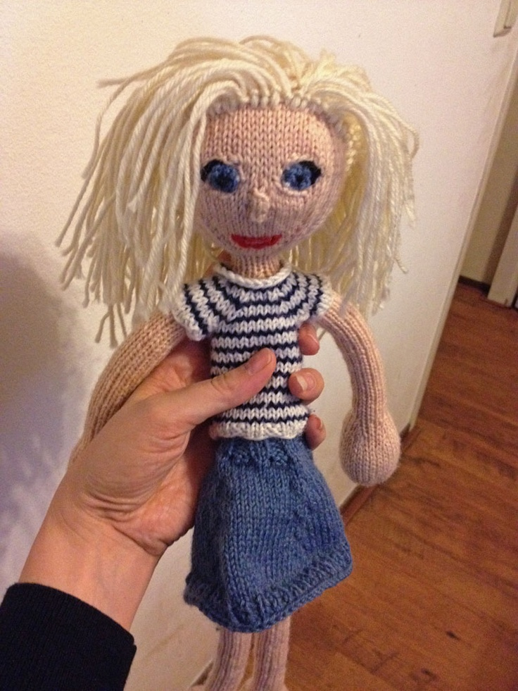 I knitted this doll myself :). From the Arne & Carlos book.