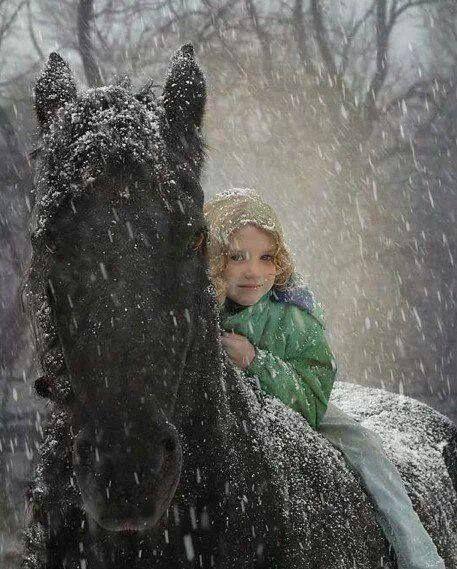 Paardrijden in de sneeuw.