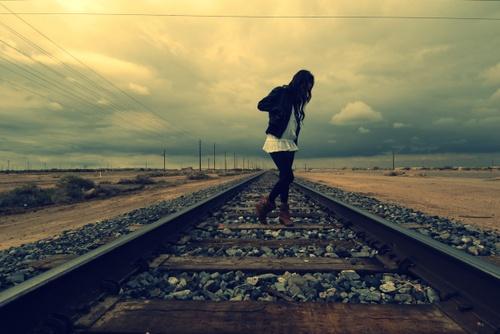 """Vá com Deus. Eu desejo o melhor para você. Não sou como você, estou quebrado mas estou de pé. Não se preocupe comigo, eu ficarei bem. Nosso amor não era para ter um final feliz. E se algum dia sentir minha falta e desejar me ter novamente em seus braços, eu lhe direi: """"Não dá, não posso mais. Eu não quero mais você""""."""