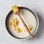Knolselderijsoep met ei en bleekselderij - recept - okoko recepten