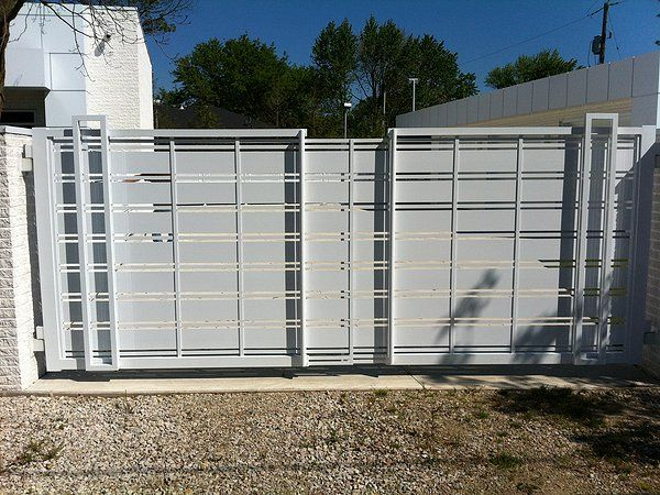 Modern aluminum driveway gates forza metal residential for Aluminum gates for driveways