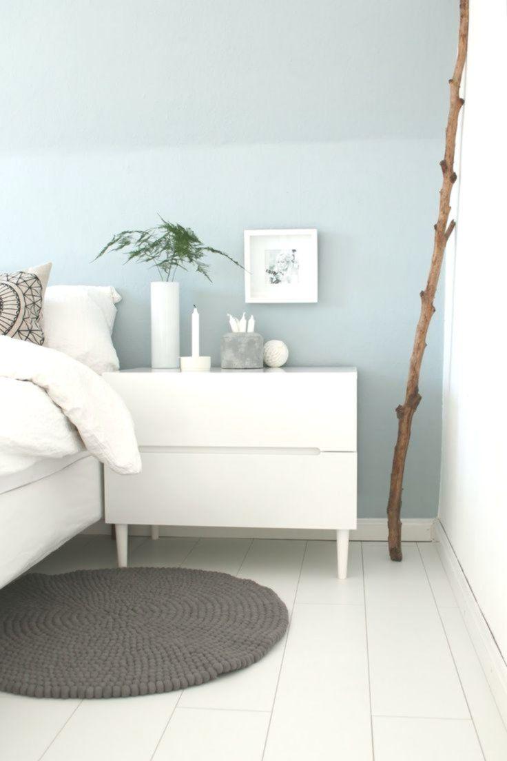 Schlafzimmer: hellblaue Wand mit weißen Möbeln. #modernhouse in