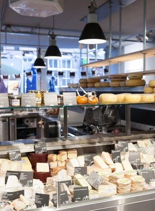 Marqt Haarlemmerstraat. Sustainable supermarket: Interior design and project management by Heyligers design+projects. www.h-dp.nl cheese kaaseiland